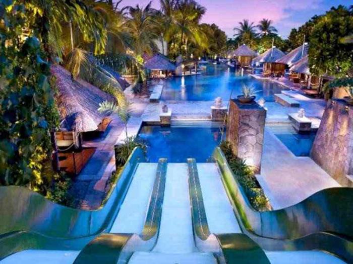 Source: http://your-hols.com/worlds-ten-best-hotel-water-slides/