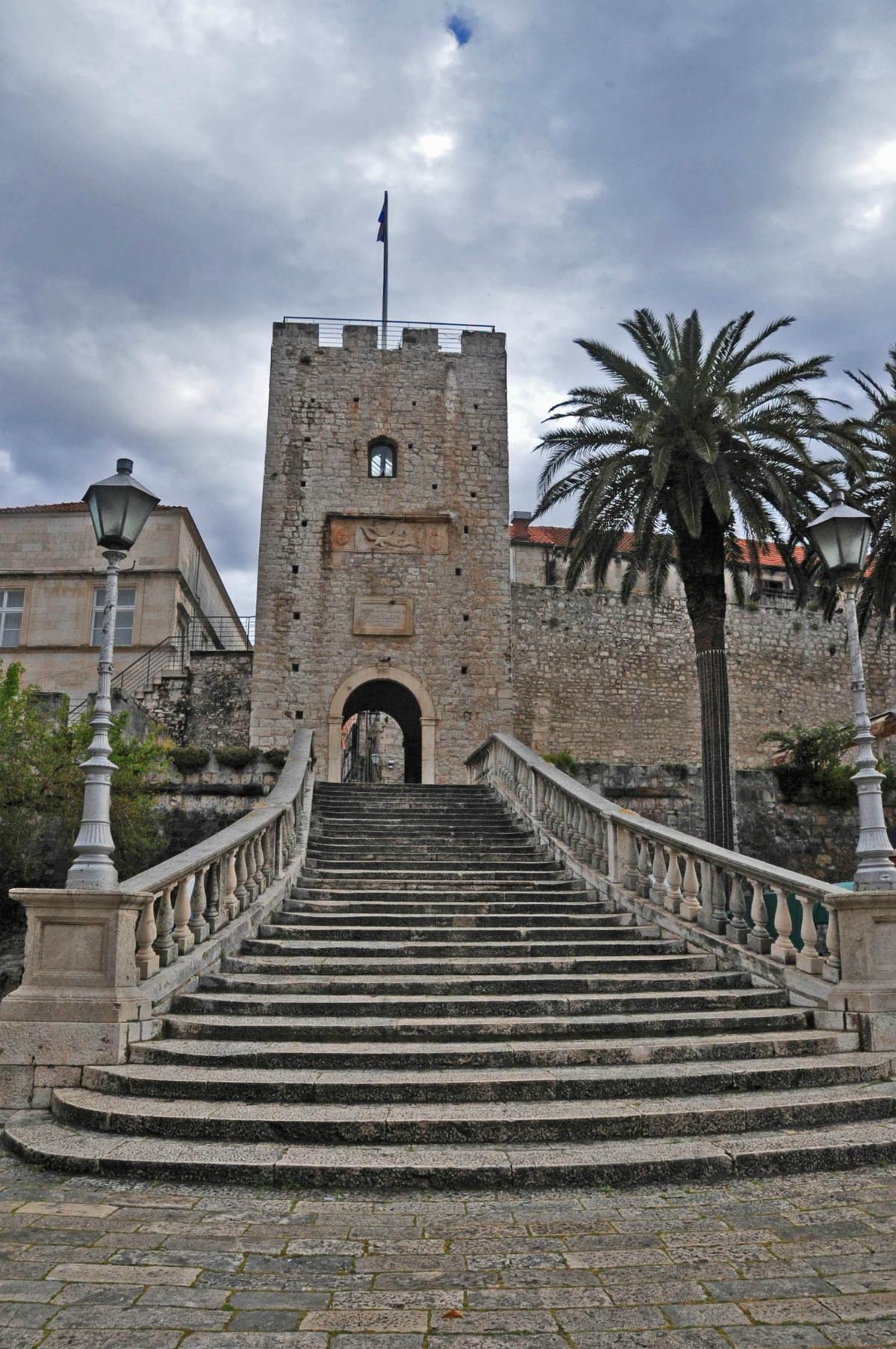 Revelin Gate