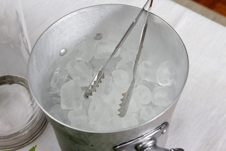 Complete Ice Buckets Buyer's Guide For Your Event