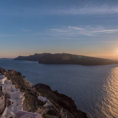 Caldera-views-at-sunset-in-Santorini