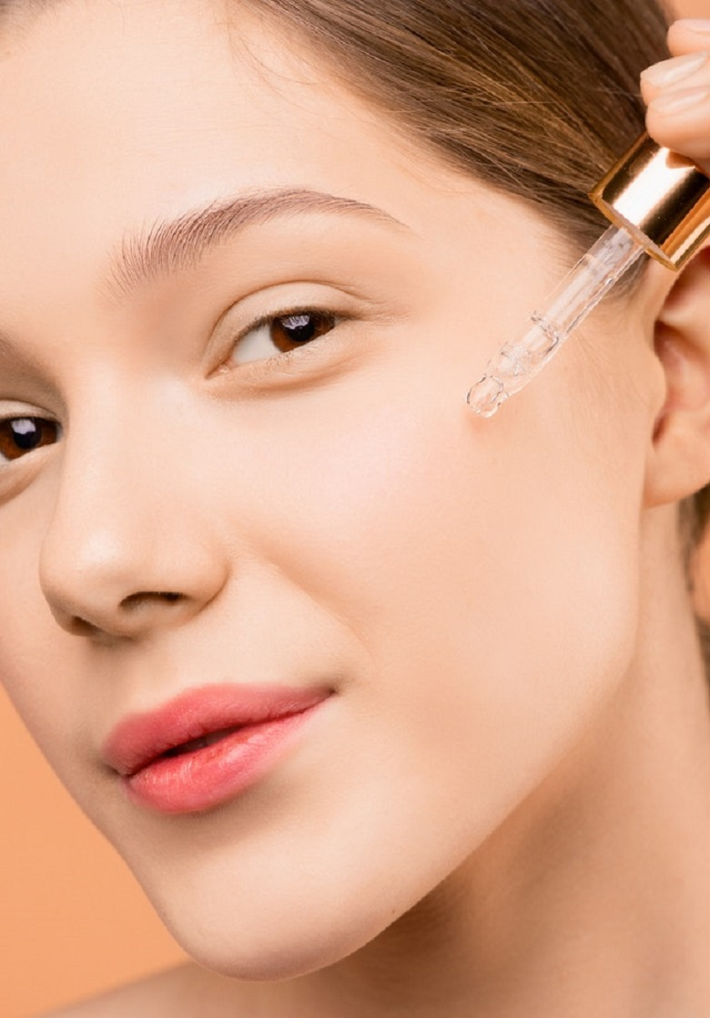 How to use serum on face