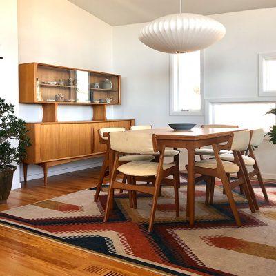 Colorful-southwestern-rug-in-midcentury-modern-dining-room